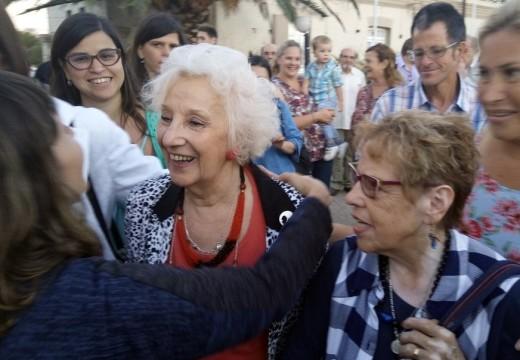 """Las Rosas. """"Pueblada por la Identidad"""", con Abuelas de Plaza de Mayo."""