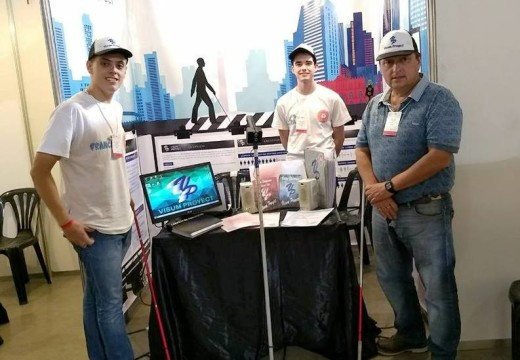 Dos jóvenes armstronenses están participando en la Feria de Ciencia y Tecnología.