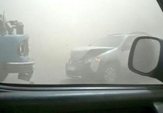 Cortaron la autopista Rosario-Córdoba por el viento y la tierra.