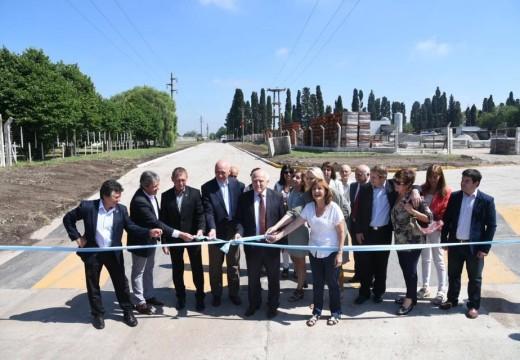 Inauguraron en Las Parejas 14 cuadras de pavimento y una nave de diseño e incubación en CIDETER.