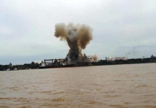 Un muerto y nueve heridos al explotar una cerealera en Puerto San Martín.