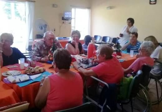 Rotary Club Armstrong festejo el día de Reyes con los abuelos del Hogar de Ancianos.