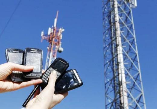 «Los ciudadanos necesitamos que las autoridades nos presten oídos y no se los presten a Telecom»