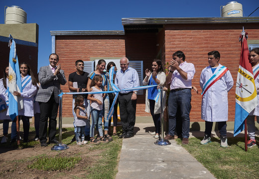 Rasetto y Lifschitz entregaron 15 viviendas e inauguraron un acueducto en Salto Grande.