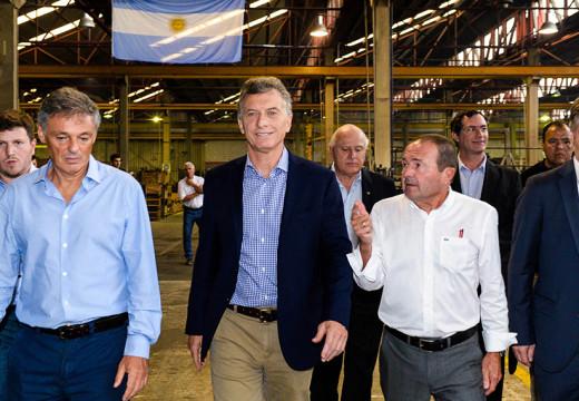 Macri visitó las localidades de Las Rosas, Armstrong y Las Parejas.