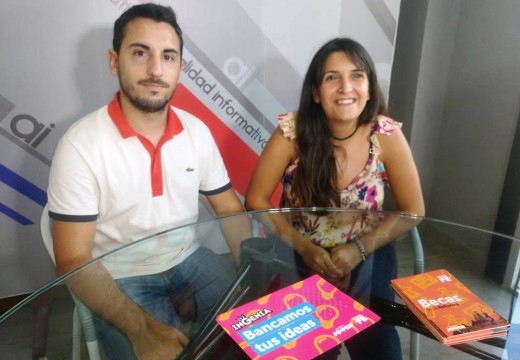 Gabinete Joven informando y promocionando las Becas de la Reforma.