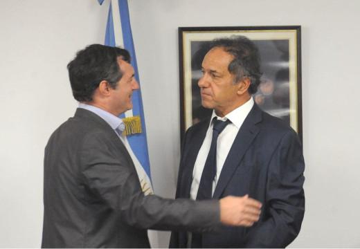 Con la presencia del intendente de Armstrong, Scioli presidio nueva reunion de la comision de deportes.