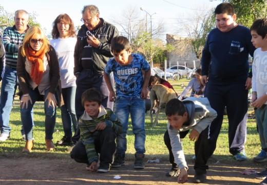 """Torneo de Bolitas: """"Recuperar un juego al aire libre, en familia, y visibilizar la cultura de la producción""""."""