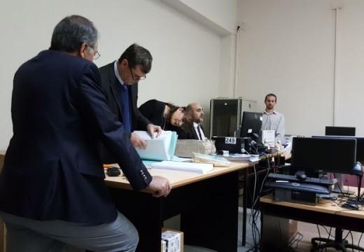 Rasetto en la apertura de sobres para los Tribunales de Cañada de Gómez.
