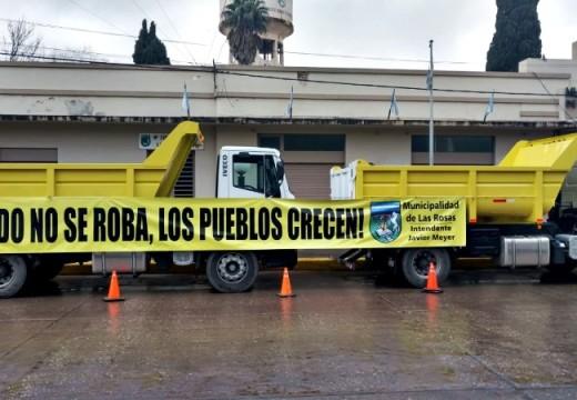 Las Rosas. Se presentaron dos nuevos camiones 0 km. con caja volcadora.