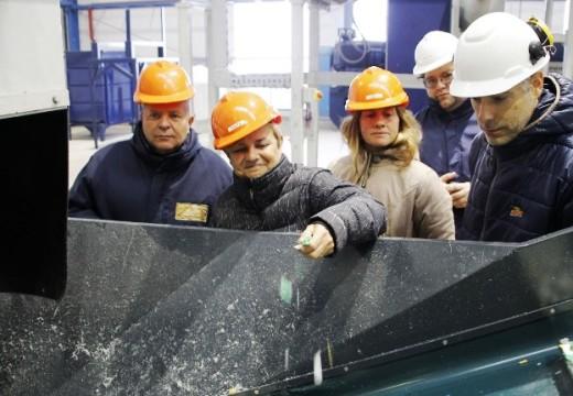 Clérici recorrió la planta de reciclado en pleno funcionamiento.