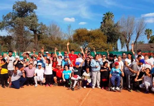Encuentro de Tenis adaptado en Las Parejas.