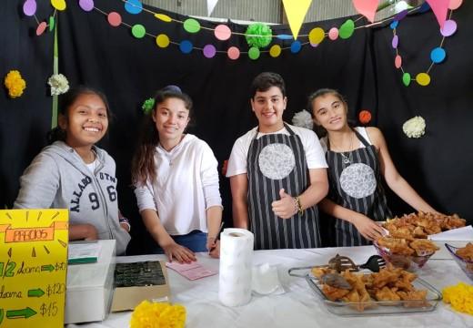 """Feria de Microemprendimientos 2018 """"Emprender para Aprender""""."""