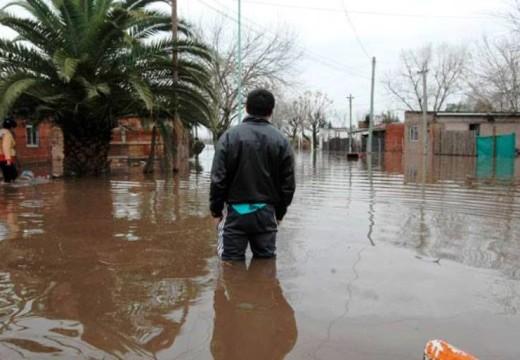 Cruzada solidaria: alimentos y agua, el pedido para ayudar a los inundados.