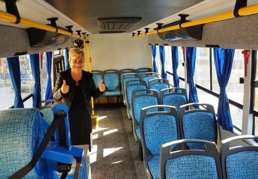 La intendenta Clérici presentó el minibus que compro el municipio.