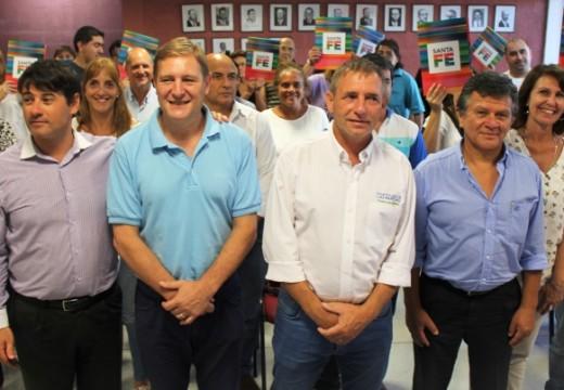 El Senador Guillermo Cornaglia hizo entrega de escrituras en Las Parejas.