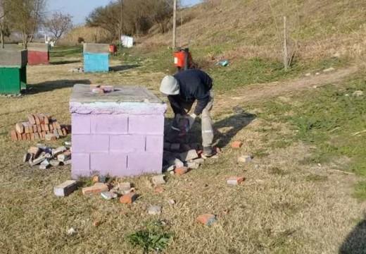 Luego de hechos vandálicos se está reconstruyendo el mobiliario en el Paseo Saludable.