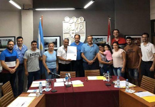 Deportistas y alumnos destacados fueron reconocidos por el Concejo.
