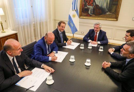 Perotti firmó con el presidente el pago de parte de la deuda de Anses con la provincia