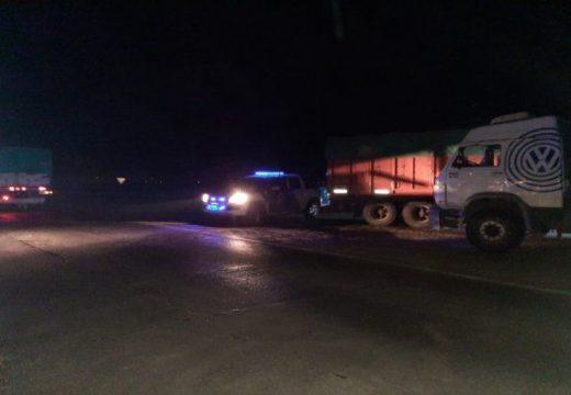 Un policía fue atacado y herido por dos camioneros en un control de tránsito