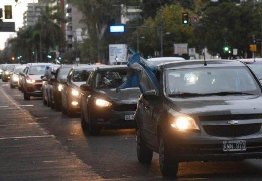 Los profesionales de la salud salieron en caravana con sus reclamos en Rosario.