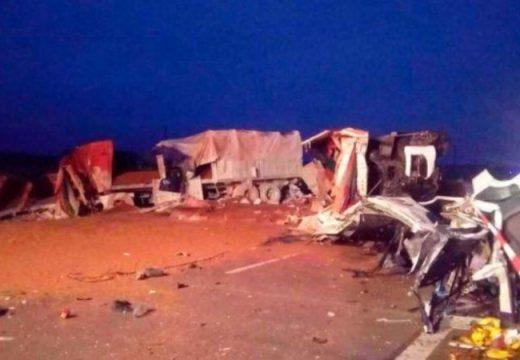 Dos muertos en choque de camiones en la autopista Rosario-Córdoba
