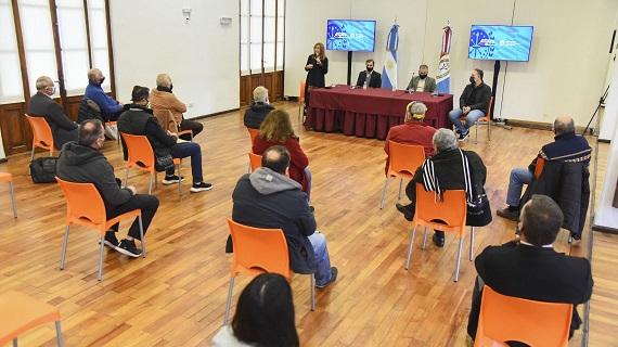 El gobierno de la provincia entregó ayudas económicas a 29 clubes del departamento Rosario.