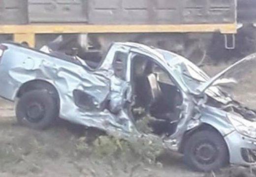 Una camioneta embistió a un tren en nuestra ciudad.