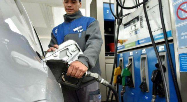 Desde la medianoche rige el aumento del 3,5% en el precio de los combustibles de YPF