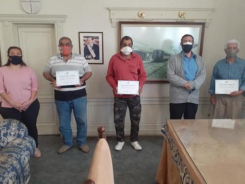 Hoy… Se retiran con «Gratitud» tres empleados municipales.
