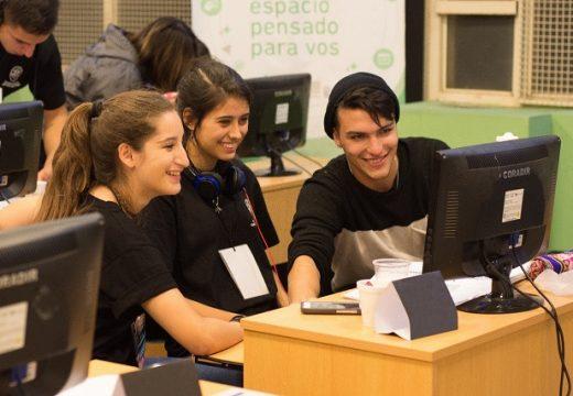 Cañada de Gómez. Municipio y Fudeca ponen computadoras a disposición de estudiantes.