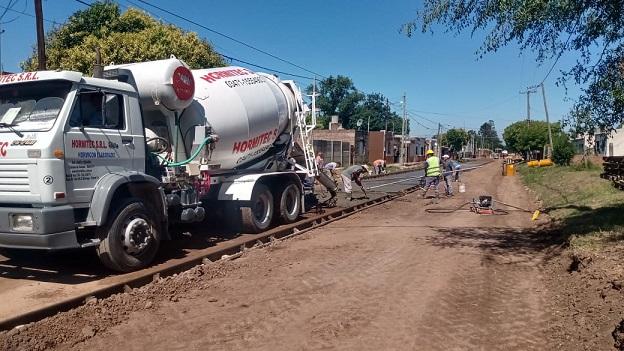 Cañada de Gómez. Municipio continúa trabajos de pavimento.