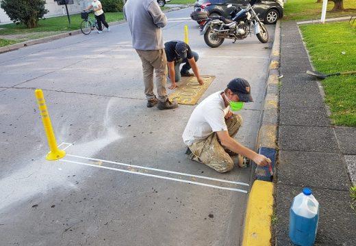 Armstrong. El municipio delimita estacionamientos de motos.