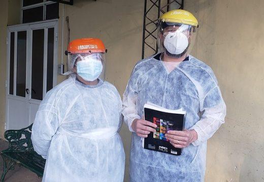 El arduo trabajo de los bioquímicos que se encargan de realizar los hisopados en el SAMCo de Armstrong.