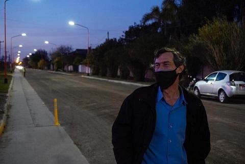 Armstrong. Culminaron obras de iluminación y bicisenda en calle La Plata.