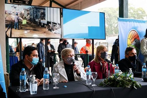 Clérici junto a autoridades provinciales y nacionales anunció obras para el tren de cercanía Rosario-Cañada.