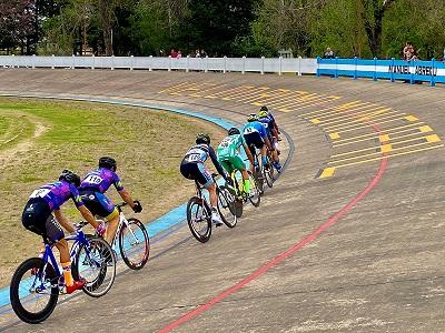 Cañada de Gómez. Ciclismo en el velódromo del parque municipal.
