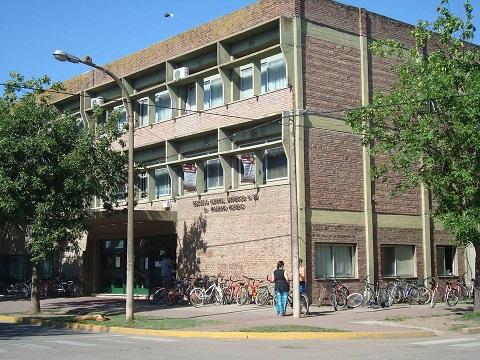 Armstrong. Robaron y provocaron destrozos en las escuelas Nº 33 y N°51 de nuestra ciudad.